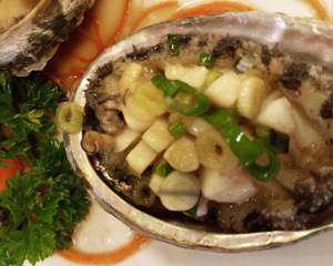 Abalone_with_garlic_chive